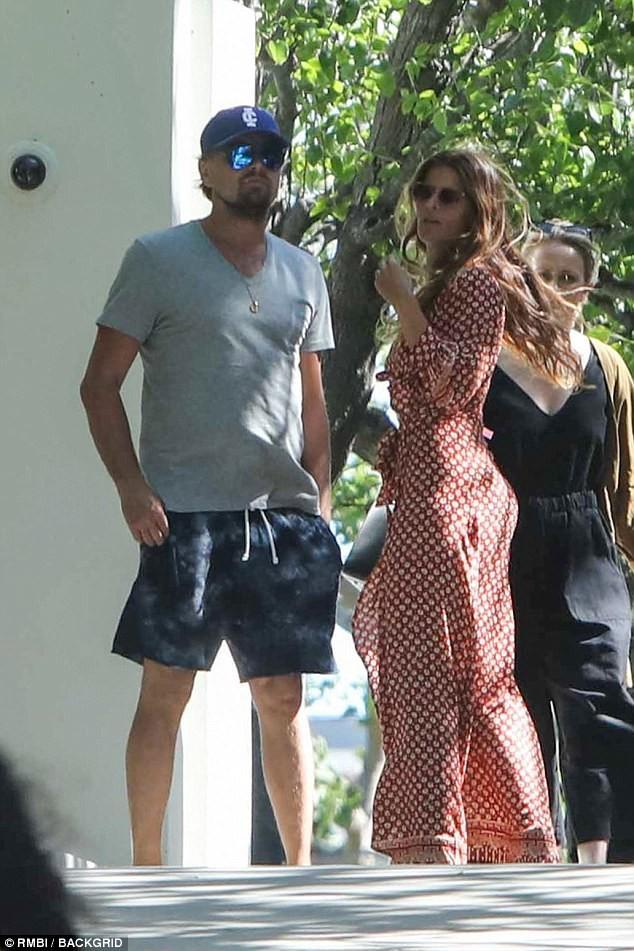 Leonardo DiCaprio chia tay nàng mẫu áo tắm nóng bỏng - ảnh 3
