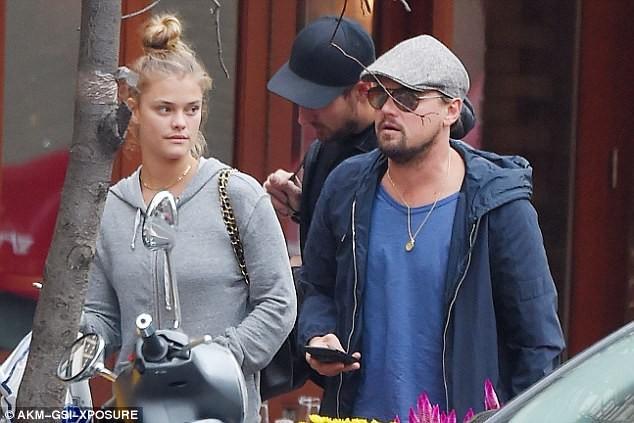 Leonardo DiCaprio chia tay nàng mẫu áo tắm nóng bỏng - ảnh 4