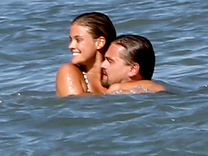 Leonardo DiCaprio chia tay nàng mẫu áo tắm nóng bỏng - ảnh 6