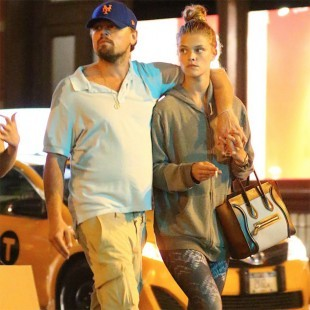 Leonardo DiCaprio chia tay nàng mẫu áo tắm nóng bỏng - ảnh 5