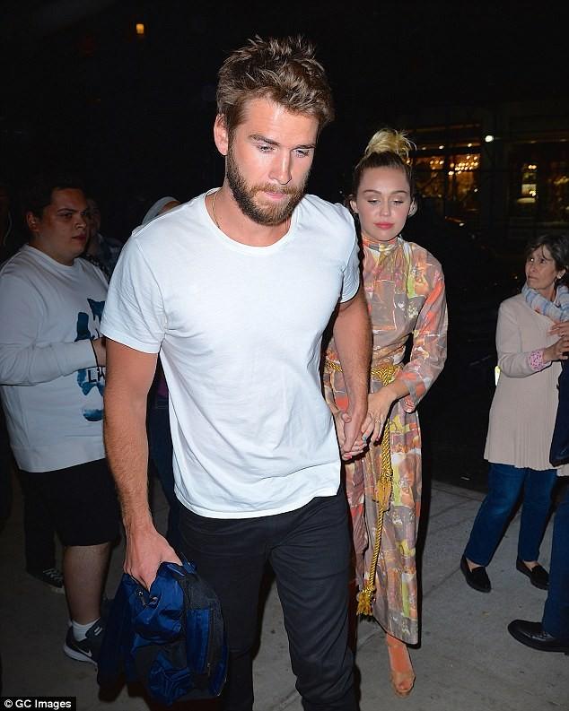 Miley Cyrus nữ tính đầy quyến rũ trên thảm hoa trái tim - ảnh 12