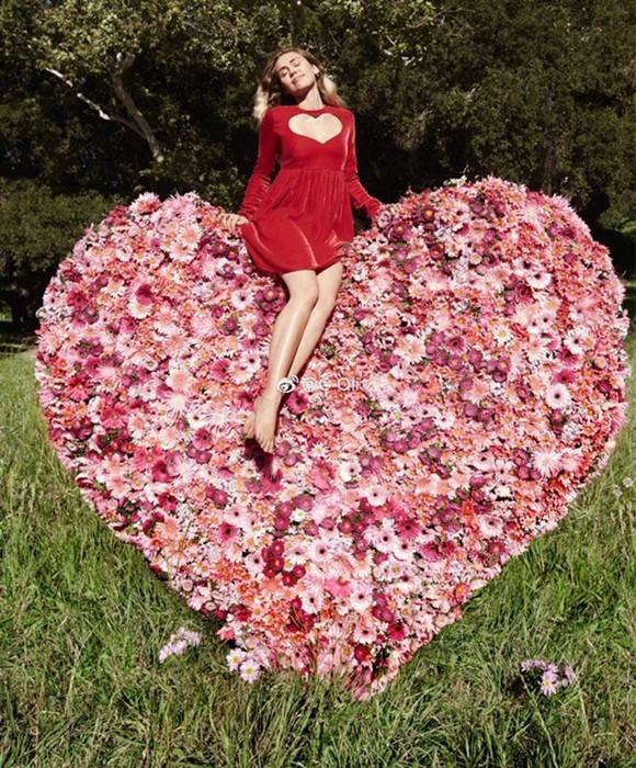 Miley Cyrus nữ tính đầy quyến rũ trên thảm hoa trái tim - ảnh 3