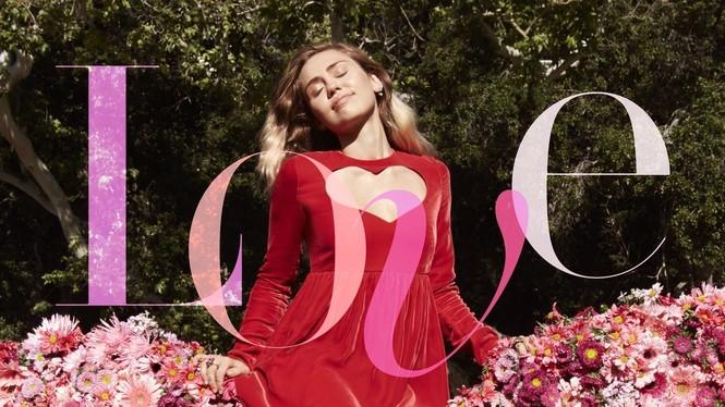 Miley Cyrus nữ tính đầy quyến rũ trên thảm hoa trái tim - ảnh 2