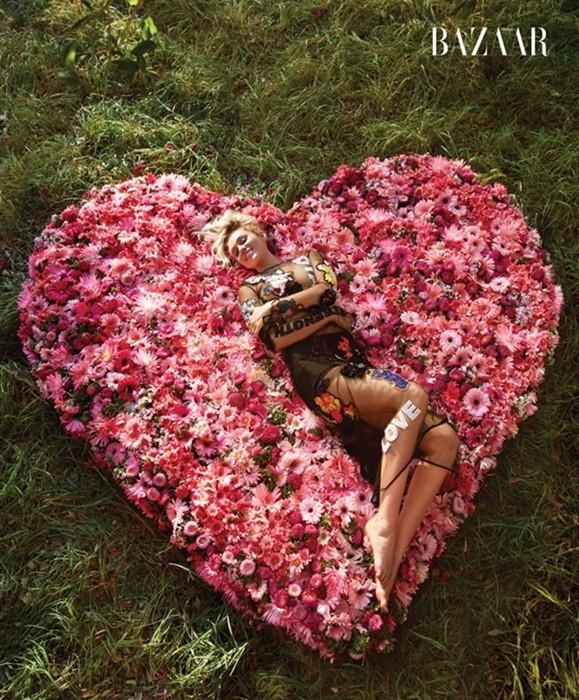 Miley Cyrus nữ tính đầy quyến rũ trên thảm hoa trái tim - ảnh 4