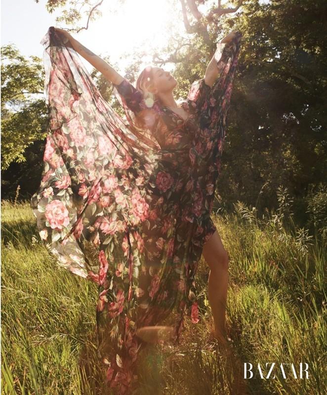 Miley Cyrus nữ tính đầy quyến rũ trên thảm hoa trái tim - ảnh 6