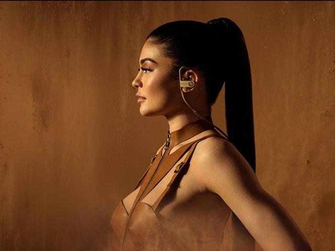 Kim Kardashian bất ngờ hóa quý cô thanh lịch quyền quý - ảnh 17