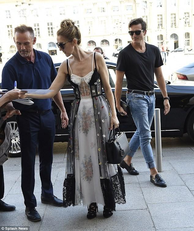 Celine Dion sành điệu với váy lấy cảm hứng từ nội y - ảnh 6
