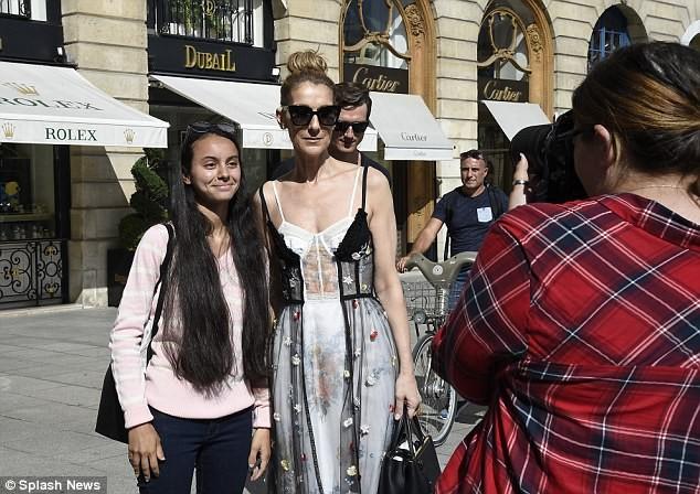 Celine Dion sành điệu với váy lấy cảm hứng từ nội y - ảnh 5