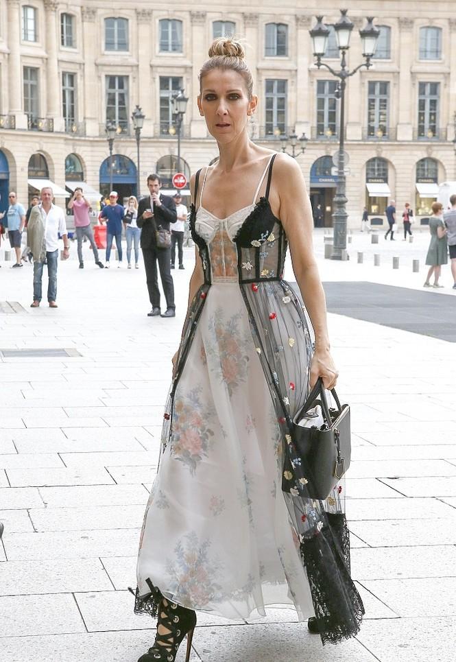 Celine Dion sành điệu với váy lấy cảm hứng từ nội y - ảnh 2