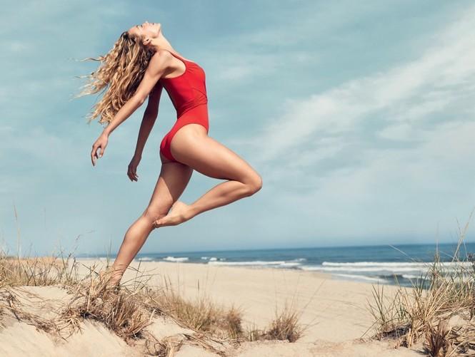 Nàng mẫu Hannah Ferguson quá đỗi gợi tình trên biển - ảnh 4