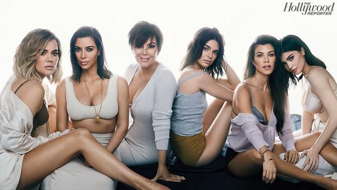 Kim Kardashian bất ngờ hóa quý cô thanh lịch quyền quý - ảnh 16