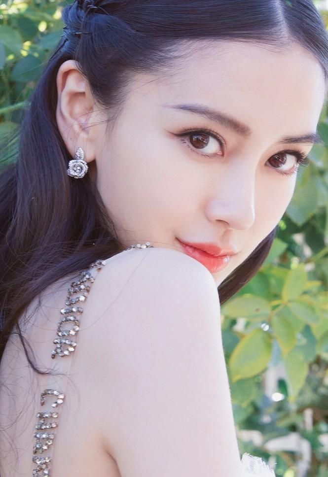 Ngỡ ngàng trước tài hóa 'tắc kè hoa' của vợ Huỳnh Hiểu Minh - ảnh 18