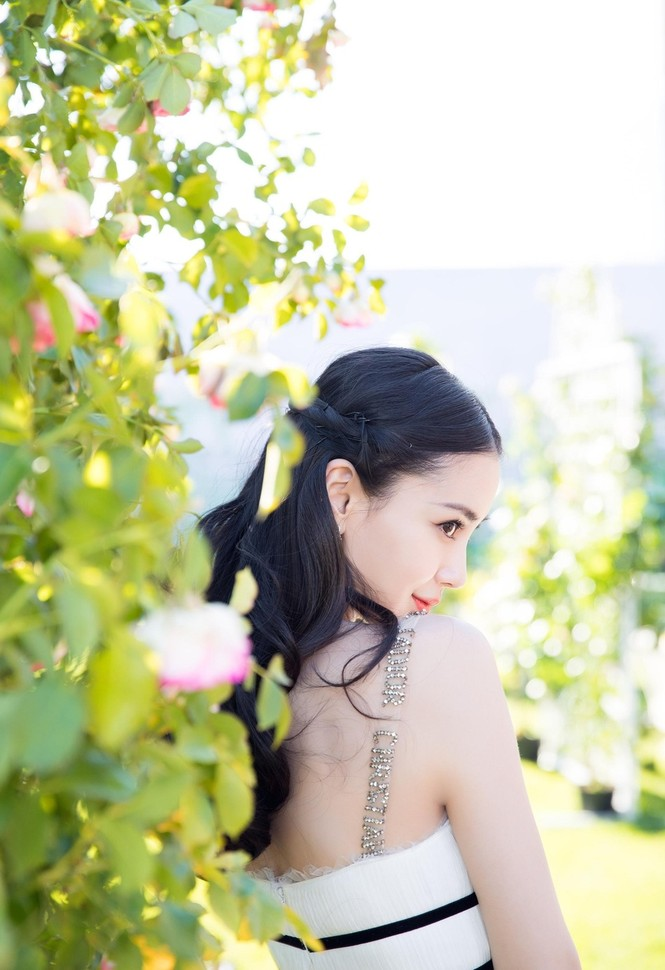 Ngỡ ngàng trước tài hóa 'tắc kè hoa' của vợ Huỳnh Hiểu Minh - ảnh 19