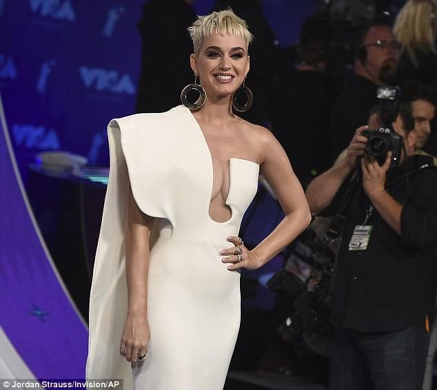 Dàn ca sĩ gợi cảm lấp lánh trong lễ trao giải âm nhạc VMAs - ảnh 5
