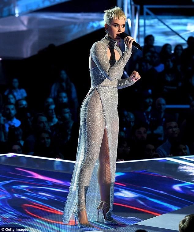 Dàn ca sĩ gợi cảm lấp lánh trong lễ trao giải âm nhạc VMAs - ảnh 6