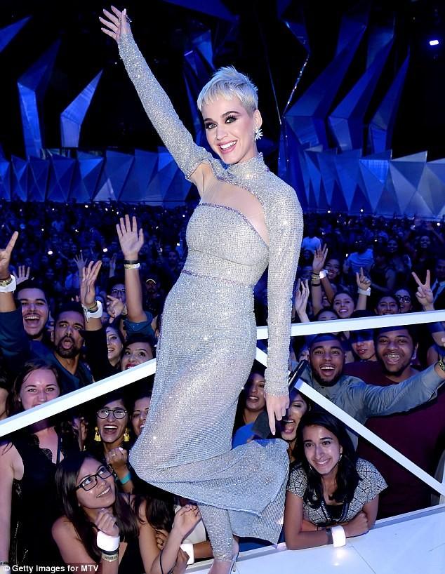 Dàn ca sĩ gợi cảm lấp lánh trong lễ trao giải âm nhạc VMAs - ảnh 9