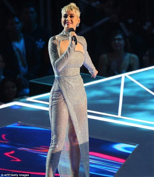 Dàn ca sĩ gợi cảm lấp lánh trong lễ trao giải âm nhạc VMAs - ảnh 8
