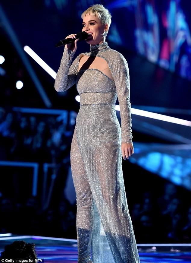 Dàn ca sĩ gợi cảm lấp lánh trong lễ trao giải âm nhạc VMAs - ảnh 7