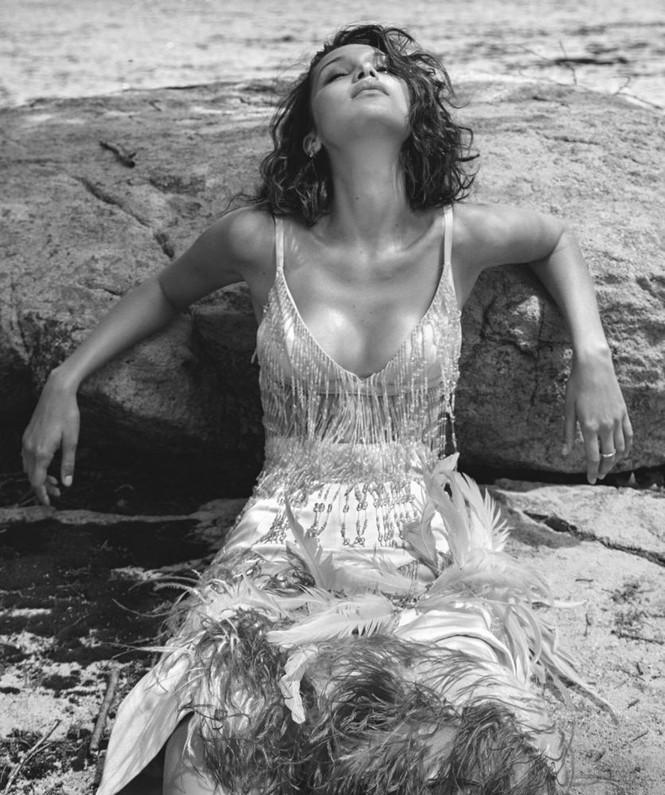 'Chân dài' Bella Hadid sắc vóc quá đỗi gợi cảm - ảnh 27