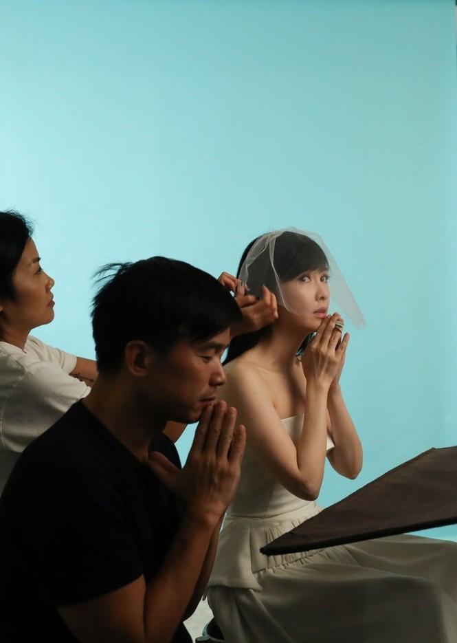 Châu Huệ Mẫn 50 tuổi vẫn tự tin mặc váy cô dâu - ảnh 8
