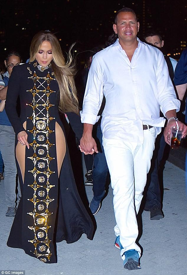 Jennifer Lopez ngày càng đẹp mặn mà nhờ men say tình yêu - ảnh 3