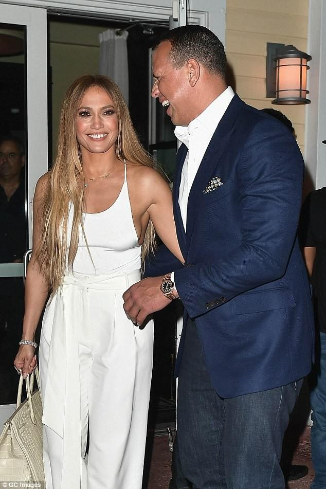 Jennifer Lopez ngày càng đẹp mặn mà nhờ men say tình yêu - ảnh 2