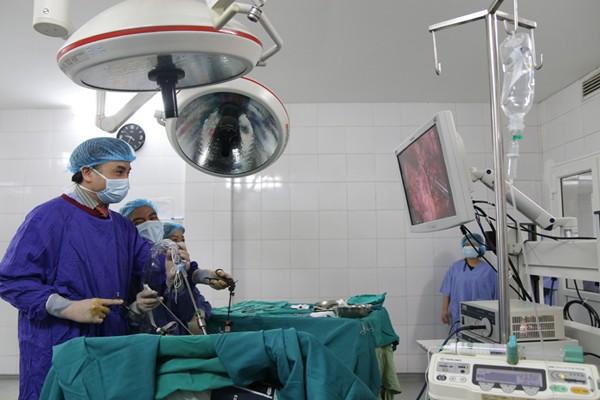 Bác sỹ 'bàn tay vàng': Y đức ngoài tâm sáng phải giỏi chuyên môn - ảnh 1