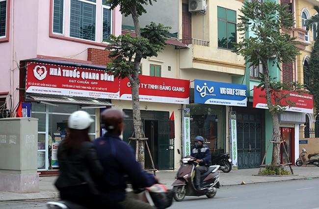 Hình ảnh hàng loạt cửa hàng trên phố kiểu mẫu bỏ 'đồng phục' - ảnh 9