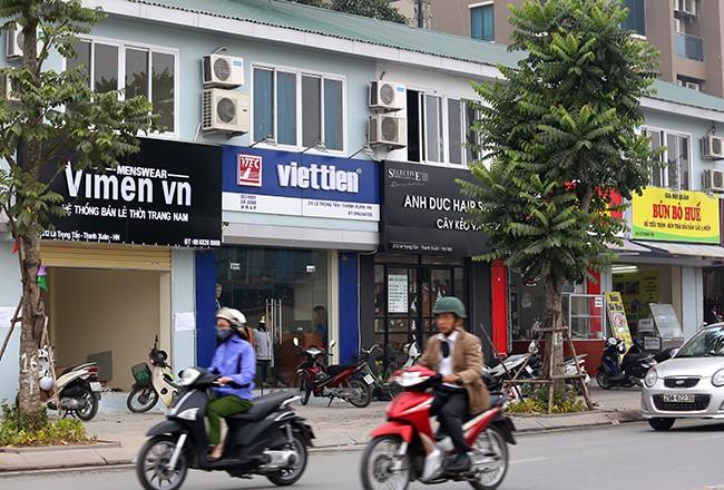 Hình ảnh hàng loạt cửa hàng trên phố kiểu mẫu bỏ 'đồng phục' - ảnh 7