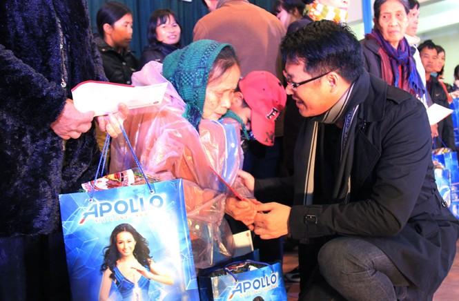 Tặng quà Tết cho người nghèo ở Bắc Ninh - ảnh 10