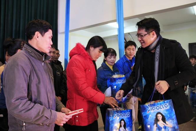 Tặng quà Tết cho người nghèo ở Bắc Ninh - ảnh 11