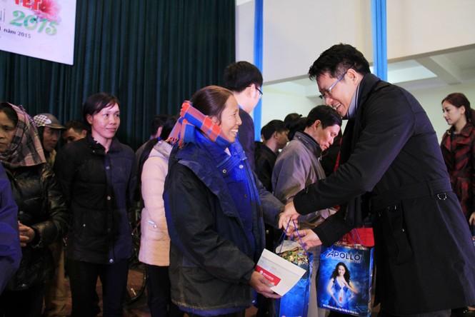 Tặng quà Tết cho người nghèo ở Bắc Ninh - ảnh 12
