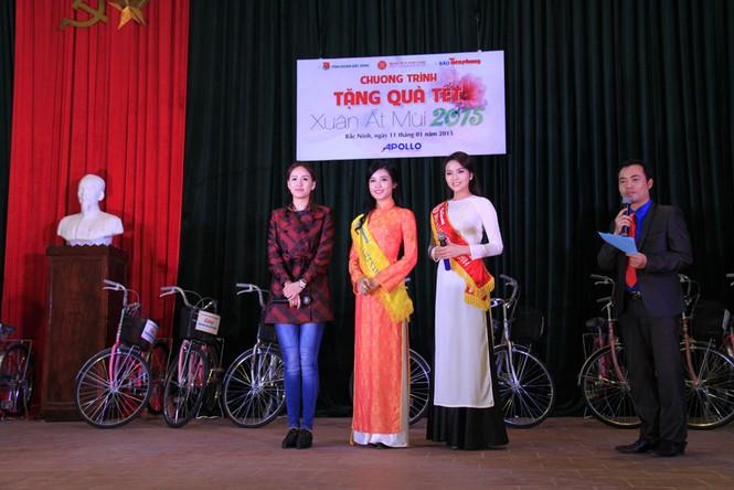 Tặng quà Tết cho người nghèo ở Bắc Ninh - ảnh 16