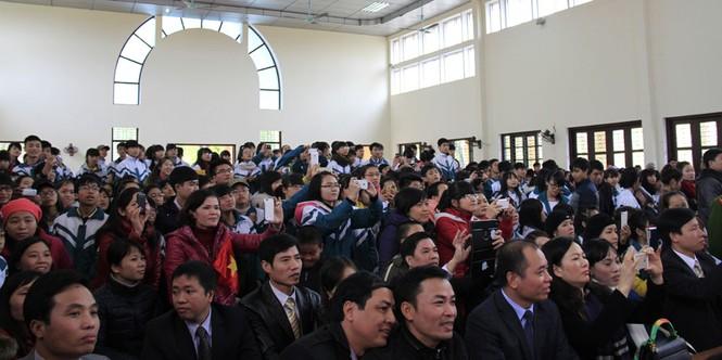 Tặng quà Tết cho người nghèo ở Bắc Ninh - ảnh 17