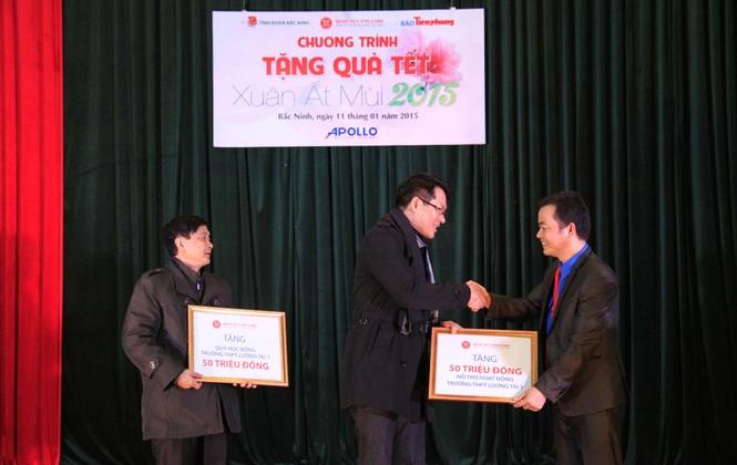 Tặng quà Tết cho người nghèo ở Bắc Ninh - ảnh 5