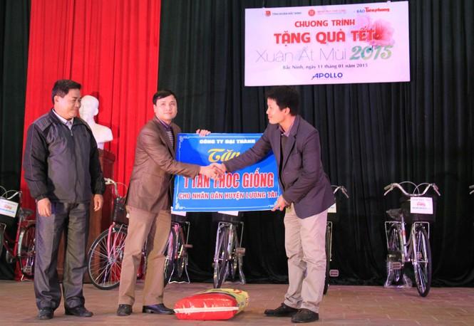 Tặng quà Tết cho người nghèo ở Bắc Ninh - ảnh 7