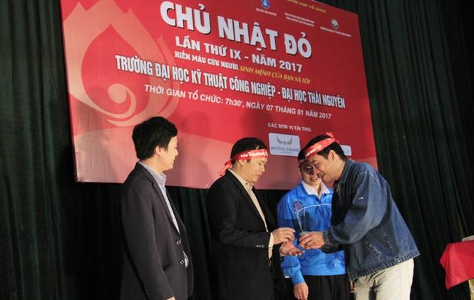 Đoàn viên thanh niên sôi nổi hưởng ứng Chủ Nhật Đỏ tại Thái Nguyên - ảnh 10