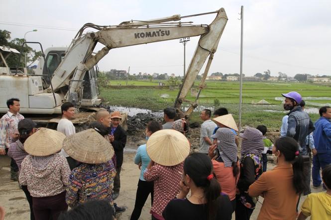 Hà Nội: Bức xúc vì đốt phế liệu, người dân chặn đường quốc lộ - ảnh 3