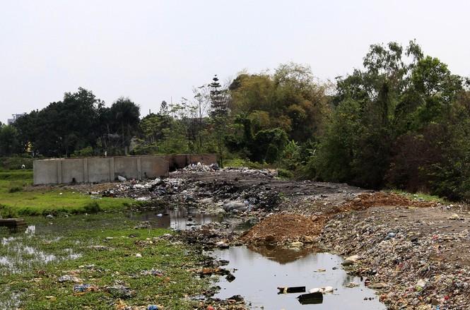 Hà Nội: Bức xúc vì đốt phế liệu, người dân chặn đường quốc lộ - ảnh 9