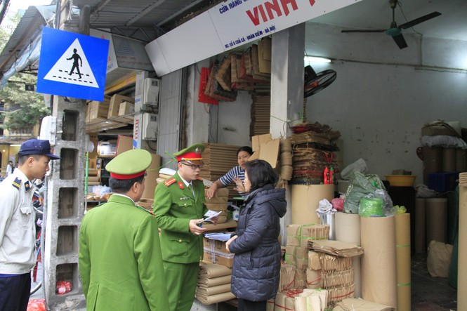 """Sau TPHCM, Hà Nội """"ra quân"""" lấy lại vỉa hè - ảnh 3"""