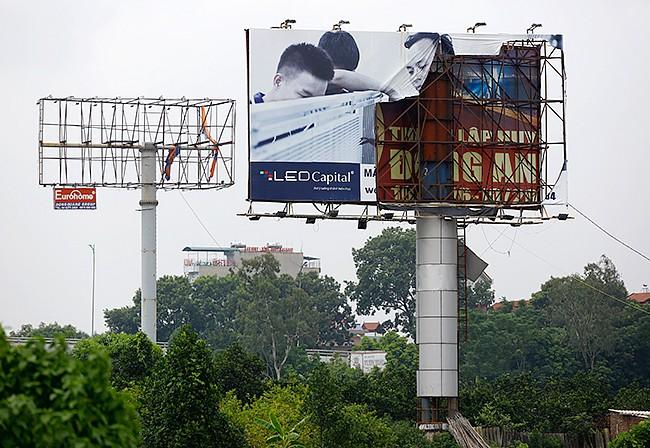 Biển quảng cáo tấm lớn: Siêu lợi nhuận và siêu... nhếch nhác - ảnh 5