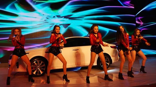 THACO ra mắt mẫu xe sedan thành công nhất toàn cầu - ảnh 8