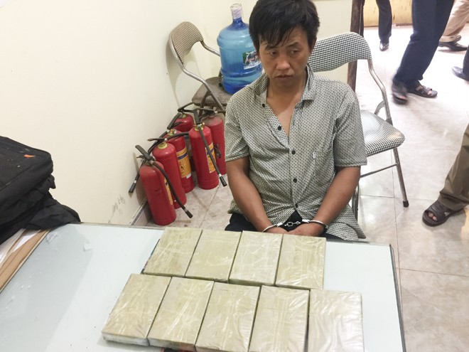 Nhận vận chuyển thuê 9 bánh heroin với giá 45 triệu đồng - ảnh 1