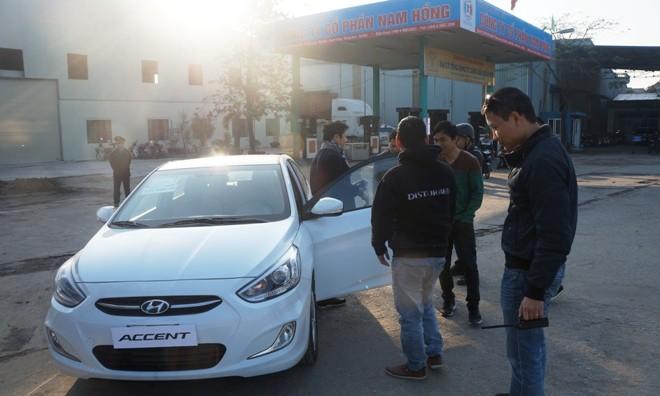 Hyundai Accent Blue 2015 tốn hơn 13 lít xăng cho 250 km - ảnh 1