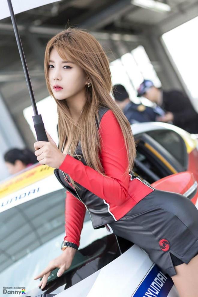 Mỹ nữ Hàn khoe vẻ đẹp thiên thần bên đường đua - ảnh 8