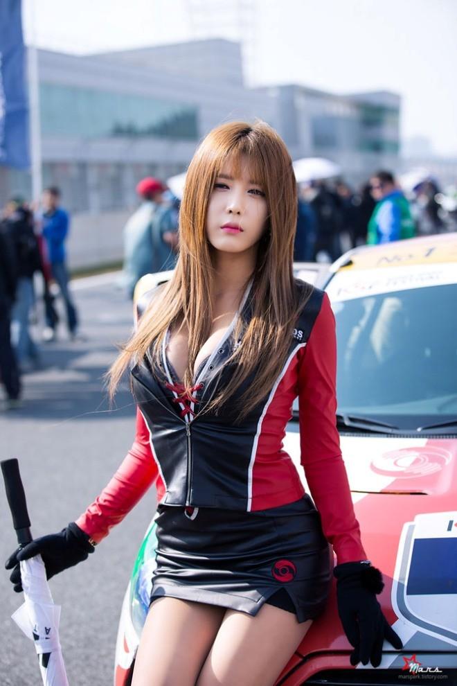 Mỹ nữ Hàn khoe vẻ đẹp thiên thần bên đường đua - ảnh 13