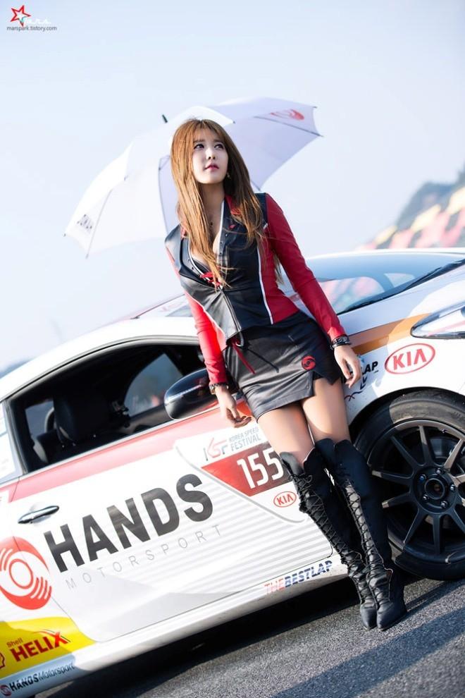 Mỹ nữ Hàn khoe vẻ đẹp thiên thần bên đường đua - ảnh 14
