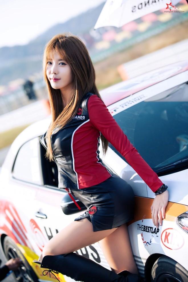 Mỹ nữ Hàn khoe vẻ đẹp thiên thần bên đường đua - ảnh 16