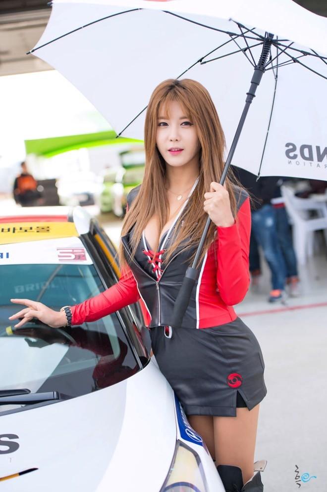 Mỹ nữ Hàn khoe vẻ đẹp thiên thần bên đường đua - ảnh 15