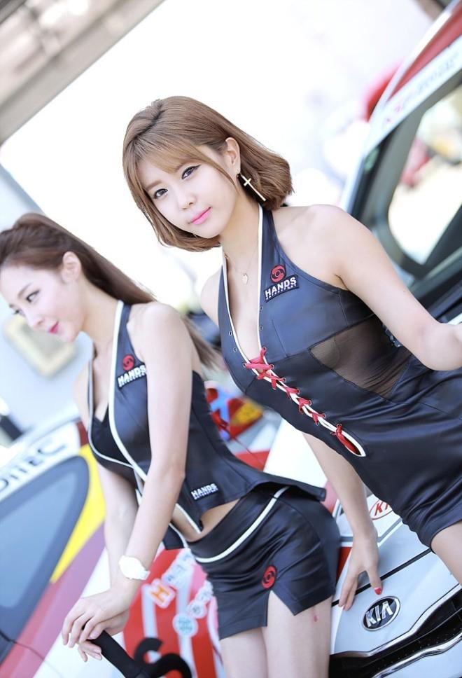 Mỹ nữ Hàn khoe vẻ đẹp thiên thần bên đường đua - ảnh 21